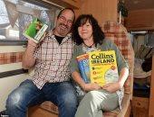 """بعد موت أصدقائهما.. زوجان يبيعان بيتهما لشراء سيارة والسفر حول العالم """"صور"""""""
