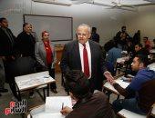 """الامتحانات تتواصل بجامعة القاهرة.. و """"الخشت"""" فى جولة تفقدية باللجان"""