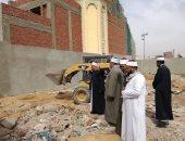 إزالة تعديات سور نادى أسوان على أحد المساجد المجاورة له
