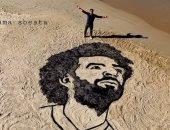 قارئ فلسطينى يشارك بصورة محمد صلاح على رمال شاطئ غزة