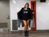 صور.. ركاب مترو نيويورك يحتفلون باليوم العالمى لخلع السروال رغم البرد