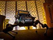 """باحثون سويسريون يدربون """"روبوت"""" على تفادى ركلات البشر.. فيديو"""