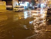 ماسورة مياه مكسورة تغرق  شارع كلية التربية بأسوان