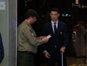 الشغل شغل.. إشادات لموظف جوازات سعودى أوقف رونالدو للتحقق من جواز سفره