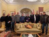 """""""صور"""".. رئيس اليد يهدى سفير مصر فى الدنمارك درع الاتحاد فى حفل عشاء"""