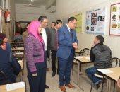 صور.. نائب رئيس جامعة أسيوط يتفقد عمل لجان الامتحانات الإلكترونية بكلية الطب