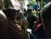 """""""الحماية المدنية"""" تنجح فى إخراج سكان عقار آيل للسقوط بالإسكندرية"""