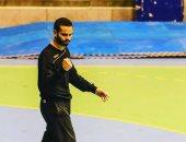 على زين  يهدى جائزة أفضل لاعب لعصام الطيار فى مباراة مصر و المجر بمونديال اليد