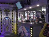 """فريق الاستقبال لابس """"بدل فضائية"""".. افتتاح فندق يشبه سفن الفضاء.. فيديو وصور"""