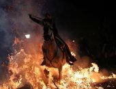 صور.. انطلاق مهرجان قفز الجياد وسط النيران بإسبانيا
