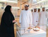 شاهد.. تواضع الشيخ محمد بن زايد أثناء التعامل مع المرأة الإماراتية