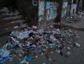 شكوى من  انتشار القمامة  أسفل أبراج العز فى الزيتون.. صور