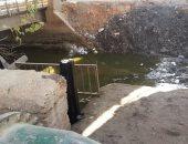 قارىء يشكو تراكم القمامة والمخلفات على جانبى ترعة طهطا فى سوهاج