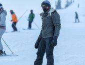 """ولى عهد دبى يمارس """"التزلج على الجليد"""" خلال رحلته إلى كندا.. صور"""