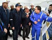 وزير البترول يتفقد مناطق للإنتاج ويوجه بسرعة انجاز المشروعات الجديدة