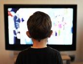 دراسة: قضاء الطفل ساعتين باليوم أمام التليفزيون يعرضه لاضطراب فرط الحركة