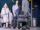 عرض أزياء لويس فيتون خلال أسبوع الموضة بباريس فى الشارع برعاية مايكل جاكسون