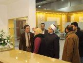 """أمين """"البحوث الإسلامية"""" يتفقد جناح الأزهر بمعرض الكتاب"""