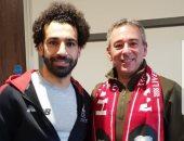 شاهد.. سفير مصر فى لندن يحضر مباراة ليفربول وكريستال بالاس بدعوة من صلاح