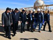 وزير البترول يتفقد مواقع حقول إنتاج شركات السويس للزيت