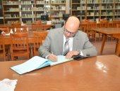 نائب رئيس جامعة أسيوط يتفقد المكتبة المركزية لمتابعة الوحدات والخدمات البحثية