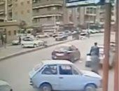 شاهد.. سيارة تصدم طفلة فى المنصورة وتسبب لها كسورا مضاعفة بالحوض