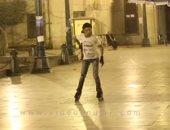 """فكك من الدنيا والعب باتيناج.. رصيف مجمع التحرير ملعب و""""التدريب مجانا"""""""