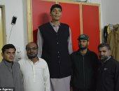 مش لاقى عروسة طويلة .. أطول رجل فى باكستان يبحث عن زوجة