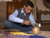 شاهد.. باكستانى يصنع أرجوحة من 200 ألف قلم رصاص