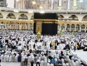 آلاف المصلين يؤدون صلاة الجمعة فى المسجد الحرام وسط منظومة متكاملة من الخدمات