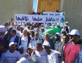 صور تذكارية لوزيرى الرى والشباب مع المشاركين بماراثون أبناء النيل فى أسوان