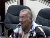 مواطن عراقى يبكى أمام برلمان بلاده بسبب سوء الأوضاع فى الموصل.. فيديو