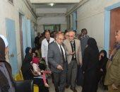رئيس جامعة أسيوط يُعلن خطته لتطوير الاستقبال العام خلال جولته المفاجئة بالمستشفى الجامعى