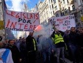 صور.. سائقو التاكسى يحتجون فى برشلونة ضد خدمات النقل أوبر بإسبانيا