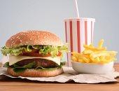 ديلى ميل تحذر: الطعام الغربى المشبع بالدهون يضعف جهاز المناعة لمقاومة العدوى