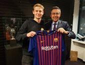 رسميًا.. برشلونة يضم دى يونج لاعب وسط أياكس مقابل 86 مليون يورو