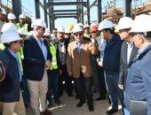 وزير البترول يتفقد مشروعى مجمع إنتاج البنزين عالى الأوكتان بأسيوط