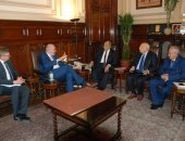 وزير الزراعة يبحث مع مفوض الاتحاد الأوربى التعاون المشترك بمجال التنمية الزراعية