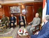 محافظ أسوان يقدم التهنئة لمدير الأمن والقيادات الشرطية بالمحافظة
