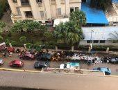 قارئ يشكو تراكم أكوام القمامة أمام سور كلية الفنون بالإسكندرية