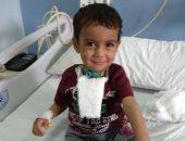 صور.. قصة الطفل عمر أجرى 23 عملية جراحية نتيجة تناوله بطاس بالخطأ بالشرقية
