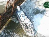 سفينة عالقة بجسر للسكة الحديد على نهر هدسون بنيويورك