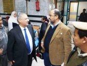 صور.. مدير أمن سوهاج والسكرتير العام للمحافظة يتفقدان حالة المصابين بالتسمم
