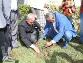 فيديو وصور .. محافظ المنوفية يدشن مبادرة هنجملها لزراعة الأشجار