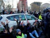إضراب سائقى التاكسى أمام معرض سياحى بمدريد