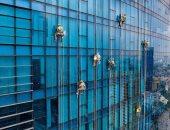 رجل يتسلق واجهة ناطحة سحاب بارتفاع 310 أمتار فى لندن