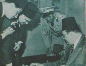 شاهد الملك فاروق فى مصلحة الأرصاد الجوية بعد افتتاحها بالأربعينيات