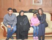 """وزيرة الهجرة تستقبل أسرة """"شهيد الشهامة"""" وتطلعهم على حملة تبرعات للمصريين بالخارج"""