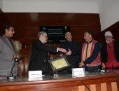 """صور.. رئيس كتاب مصر يكرم قامات أدبية فى مؤتمر """"عالمية اللغة العربية"""""""