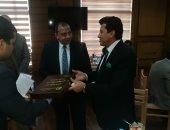 رئيس جامعة بنى سويف يدعو وزير الشباب لحضور بطولة المبارزين الجامعيين